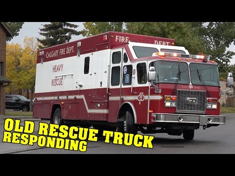[OLD RESCUE TRUCK] Calgary Fire | Spare Heavy Rescue 9 & Engine 42 responding