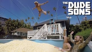 Download Video Popcorn Pool Dive Challenge With Logan Paul - The Dudesons MP3 3GP MP4