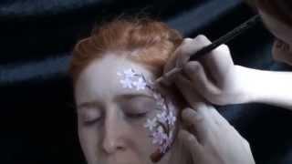 Мастер-класс по аквагриму красками Diamond FX - Сакура(Видео-урок по фейс-арту красками Diamond FX - Сакура. Классическая техника рисования маленьких цветов. Использу..., 2013-06-24T19:42:46.000Z)