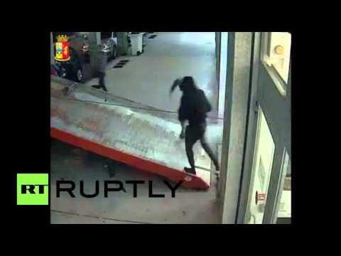 Italy: See thieves ram-raid bank with van and steal ATM