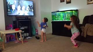 Dancing kids!