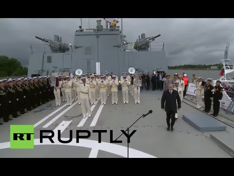 Russia: Putin praises the Navy, calling it 'the pride of Russia'