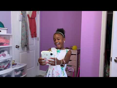 LITTLE SISTER DRESS UP & USE ALL OF BIG SISTER CAMERA FILM TO TAKE SELFIES!!📸📷🤳🏽
