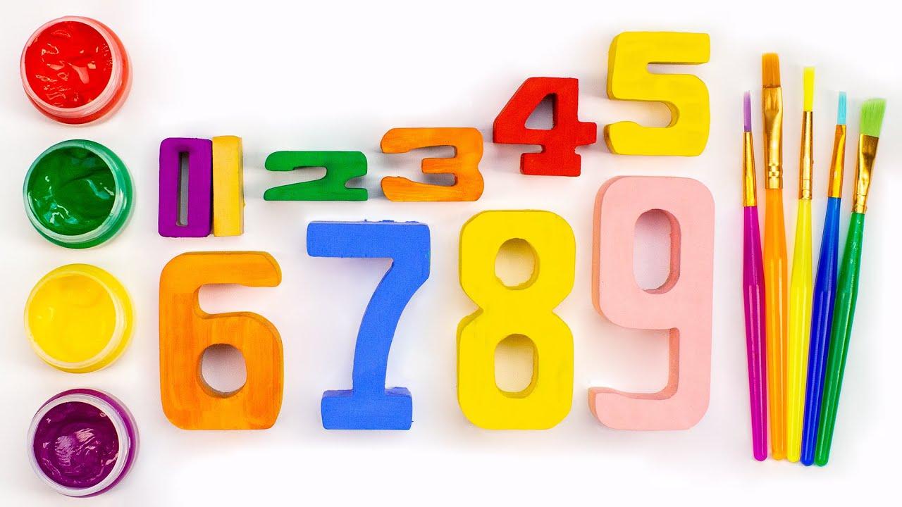 Раскрашиваем цифры красками.