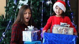 Эмилюша Дед Мороз пришла проверить как Мама украсила дом и нарядила елку