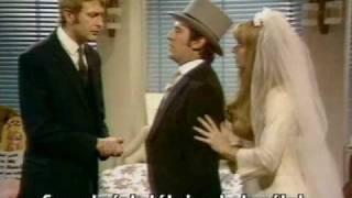 Monty Python FC 8. - Ágyvásárlás (Buying a bed)