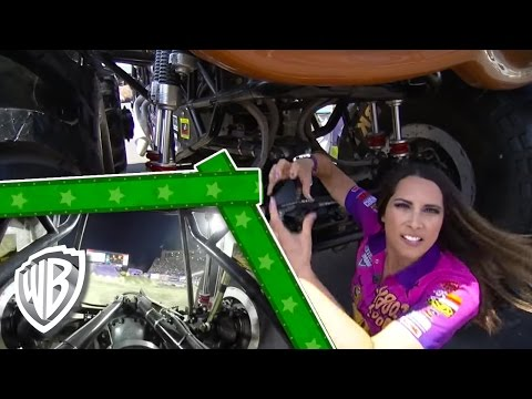 ScoobyDoo!  Nicole Johnson & Team ScoobyDoo at Monster Jam: Limit Straps!  WB Kids
