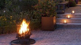 Dekotipp Garten - romantisches Feuer mit Feuerkorb Eisen | VARIA LIVING