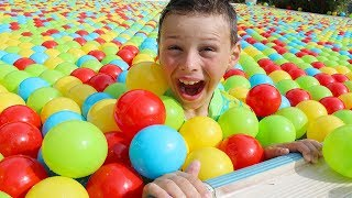 Ali havuza top doldurdu Colored Balls in Pool Fun kid video