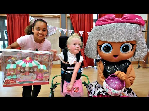 DAISY'S BIRTHDAY PARTY!! Surprise Presents For Fans