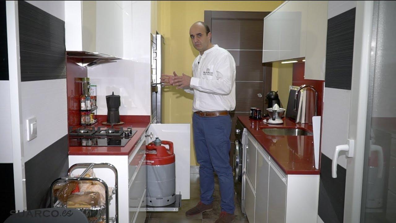 Cocina peque a y practica zona comedor sin tiradores for Cocinas pequenas en paralelo