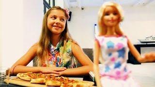 Барби в ресторане - поделки из пластилина Плей До