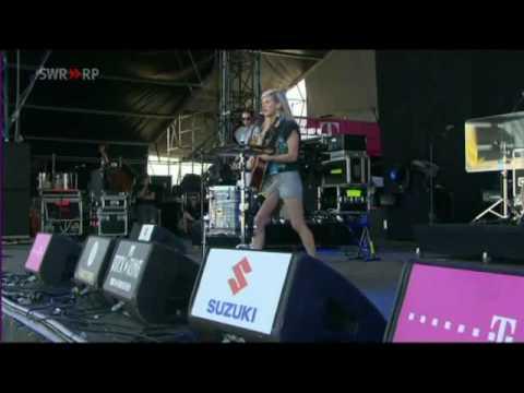ELLIE GOULDING - Guns And Horses @ Rock Am Ring 2010