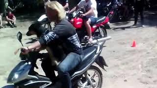 В конкурсе на мотоцикле с собакой