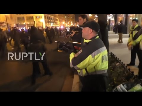 USA: Police unleash tear gas on anti-Trump protesters on inauguration eve