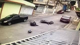 Acidente de moto com carro