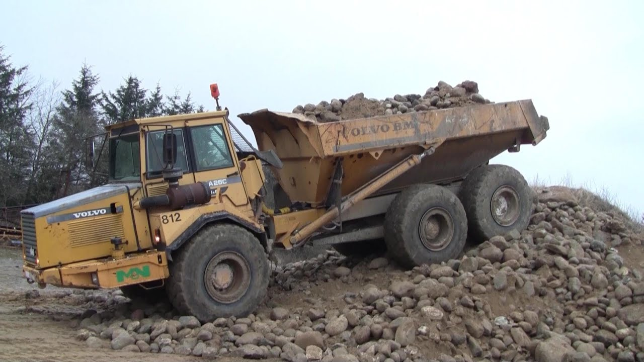 Volvo A25C Going Up The Stone Pile - YouTube