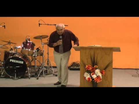 Pastor Jose Garcia de azul Santa cena