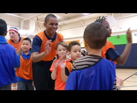 Actor Doc Shaw visits Northport Elementary
