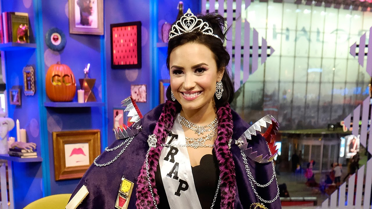 Demi Lovato Dressed As Trap Queen Awkwardly Amazing Bathroom Interview Youtube
