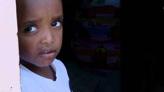 עיר מקלט: משפחות הפליטים מוצאות בית בקיבוץ