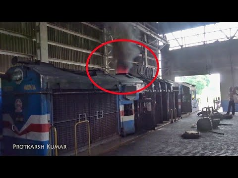 TURBOCHARGED DIESEL LOCOMOTIVE SPITS OUT FIRE!!!