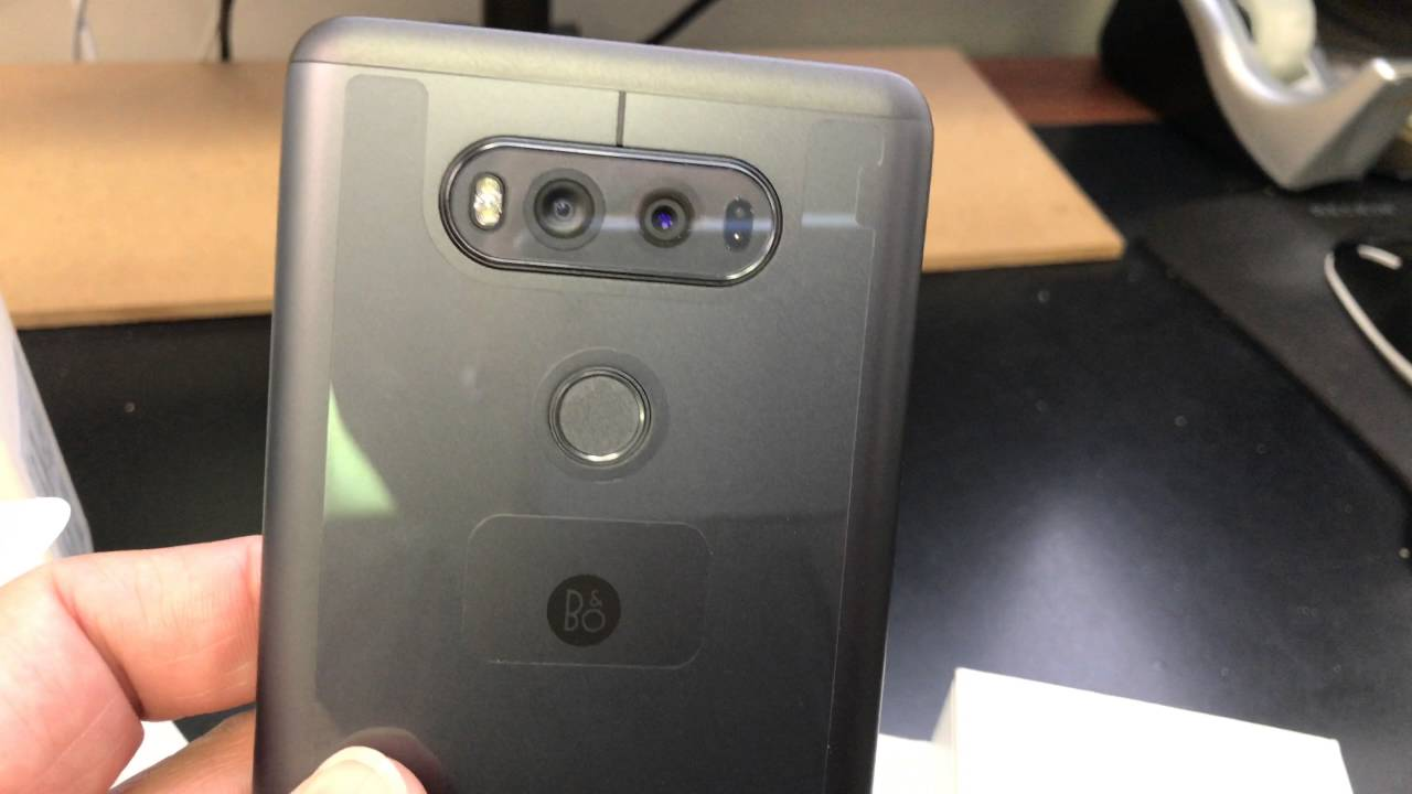 LG VS995 V20 features a 5 7