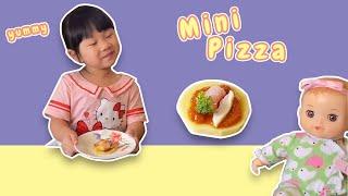 源源小廚師教大家製作迷你小Pizza超可愛!養滿分小朋友都愛!可愛迷你Size一口吃,放上喜歡的,香噴噴Cheese好好吃!Home Made Min Pizza
