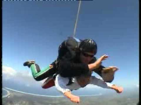 Jennifer Ferguson's 14000ft Skydive over Byron Bay
