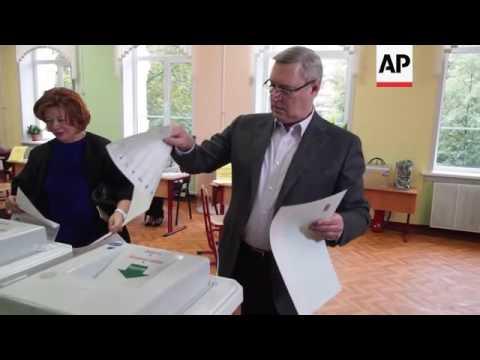 Oppn leader Kasyanov votes in Russian elex