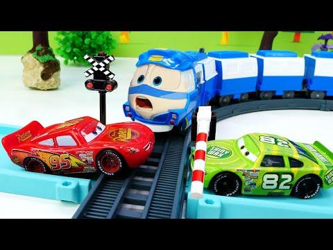 Маквин и Чико спешат на гонку. Видео про машинки - игры для детей.