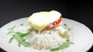 Курица с чесноком и рисом под томатами