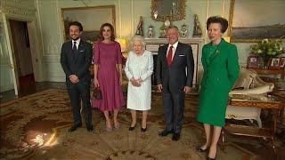 فيديو: ملكة بريطانيا تستقبل الملك عبد الله والملكة رانيا في قصر باكنغهام…