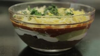 Layered Bean Dip With Sour Cream & Sauce : Bean Dips