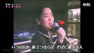 在日本的一档卫星节目中,邓丽君在香港一艘渡轮上伴着习习凉风泪流满面...