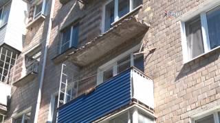 В доме на улице менделеева от сильного ветра рухнули балконн.