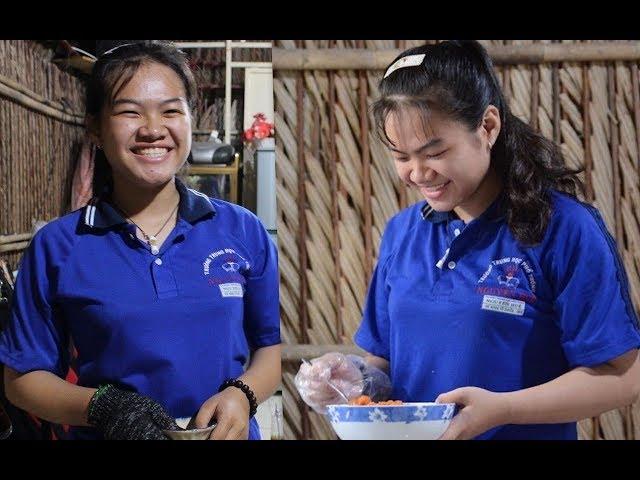 Cô bé lớp 10 mở quán bánh bèo thu nhập cả triệu đồng mỗi ngày - Khám phá vùng quê