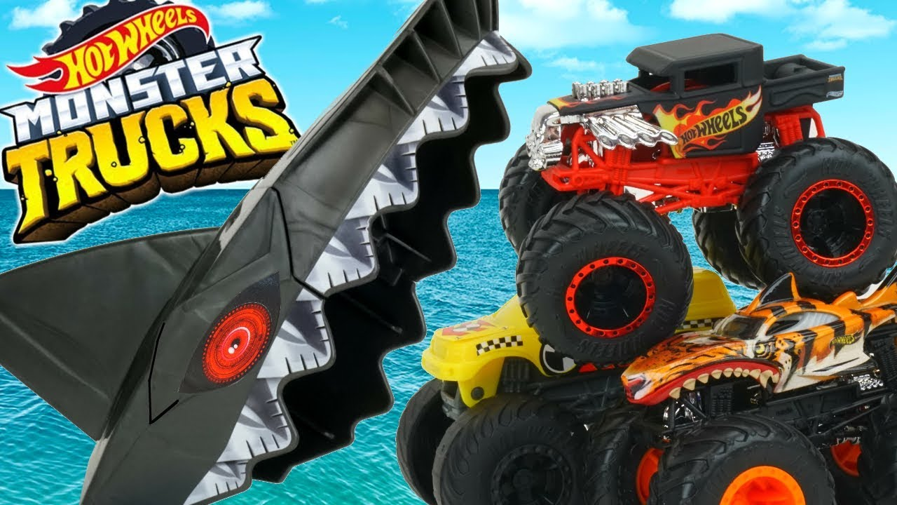 Hot Wheels Monster Trucks Shark Attack Arena Playset Bone Shaker Vs Tigershark Launchers Youtube