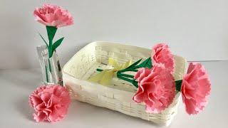 ピンクのコピー用紙と緑色の折り紙で、茎と額、葉付きのカーネーション...
