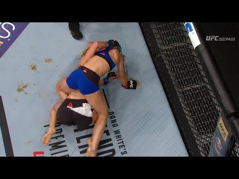 Female MMA Fighter Justine Kish SH*TS Herself During Match