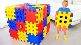 Vlad dan Nikita Bermain dengan Toy Block Hide and Seek with Mom