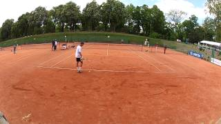 Tennis Profi macht Ballkind aufmerksam - Störfaktor Bewegungsapparat