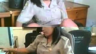 Repeat youtube video Video artis indonesia kelihatan celana dalam