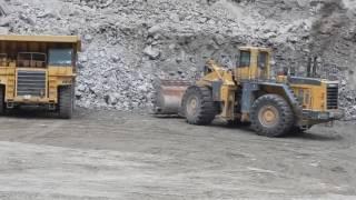 WA800 loading 100 ton truck  40 sec passes