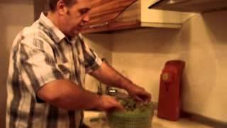 Смотреть видео Как сушить изюм в домашних условиях