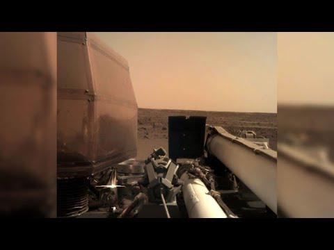 Nasa-Sonde InSight sendet erste Fotos vom Mars - YouTube