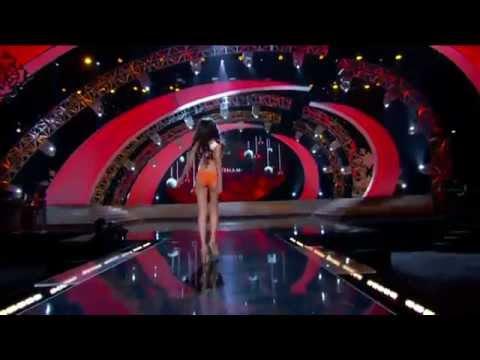 Diễm Hương trình diễn bikini ở bán kết Hoa hậu Hoàn vũ