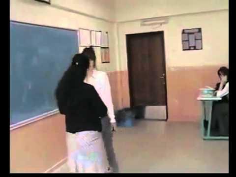 Terbiyesiz öğrencinin öğretmenine yaptıklarına pes diyeceksiniz !