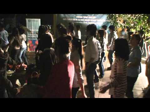 Nhảy Macarena - Giao lưu CLB TEC ĐH Ngoại thương với Tamtay.vn