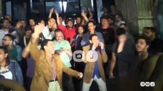 رصد | الصحفيون يعلنون الاعتصام أمام النقابة بعد اقتحام الأمن لمقرها واعتقال اثنين من اعضاءها